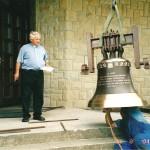 Dzwon na cześć Matktki Bożej Częstochowskiej w Kaplicy Na Brzegu - montaż