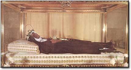 znalezienie ciała św. Klary z Asyżu