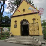 """Flaga """"Jezu Ufam Tobie"""" – dar dla Kaplicy Na Brzegu od Sióstr ze ZMBM w Krakowie Łagiewniki"""