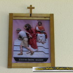 Droga Krzyżowa w Kaplicy Na Brzegu w Kasinie Wielkiej - stacja I