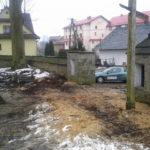 Nie legalna wycinka zdrowych 300-letnich i więcej drzew i dewastacja parkanu wokół starego zabytkowego kościoła przez ks. Wiesława Maciaszka - kwiecień 2013 rok