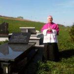 Odwiedziny bp. Jana Szkodonia przy grobie ks. kan. Mariana Juraszka - 22 kwiecień 2018 rok