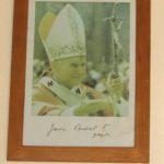 Pamiątki związane ze św. Janem Pawłem II w Kaplicy  - papież
