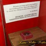 Pamiątki związane ze św. Janem Pawłem II w Kaplicy relikwie
