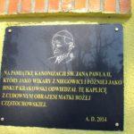 Pamiątki związane ze św. Janem Pawłem II w Kaplicy Tablica Pamiątkowa z wizyty